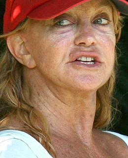 Vedete nemachiate, vedete dincolo de scena - Goldie Hawn - Poze frumusete, machiaj, nunta, operatii estetice, vedete